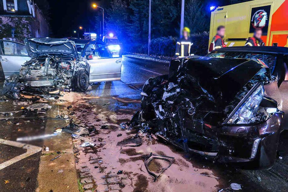 Unter Alkohol: Sportwagen kracht in Gegenverkehr