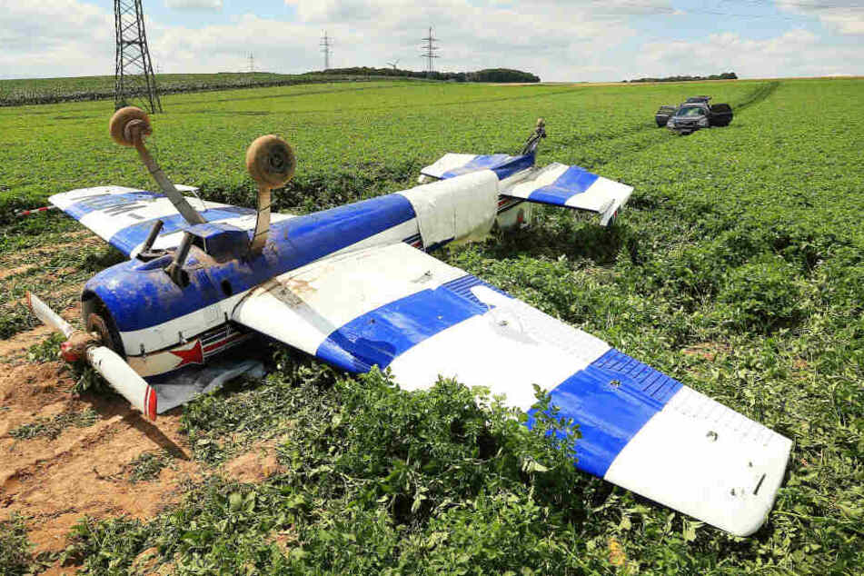 Beim Absturz eines Kleinflugzeugs im Kreis Viersen ist der 67 Jahre alte Pilot am Mittwoch schwer verletzt worden.