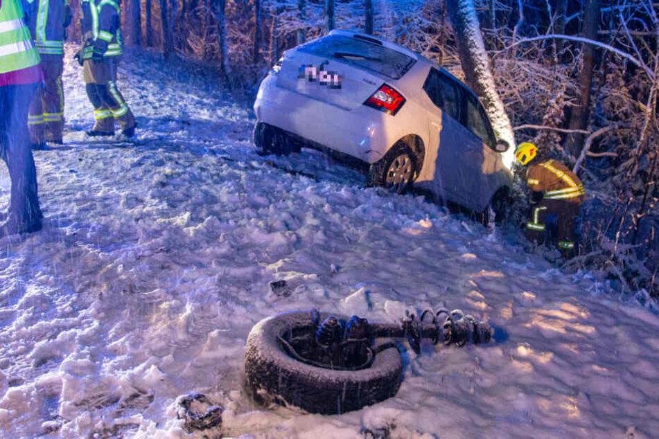 Bei einem Unfall wurde einem Wagen sogar die Achse herausgerissen.