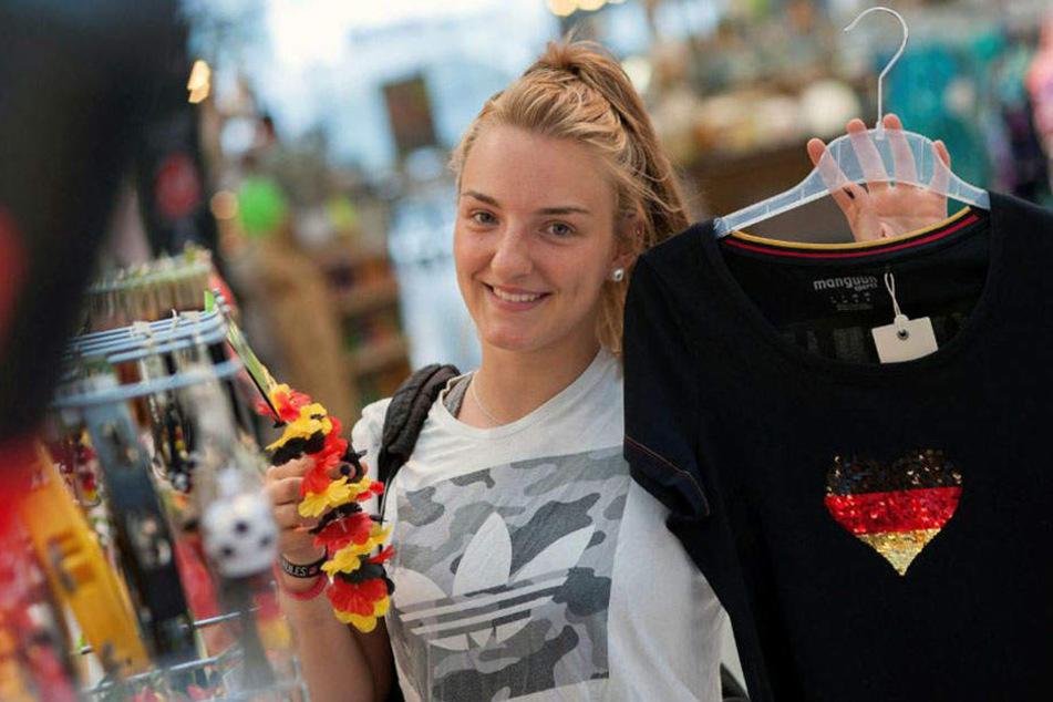 Hauptsache Ballsport: Niners-Basketballerin Eileen Lorenz (16) mit einem Glitzer-Shirt für Frauen.