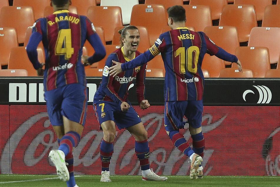 Griezmann (M.) wurde mit dem FC Barcelona rund um Superstar Lionel Messi (34, r.) nie wirklich warm.