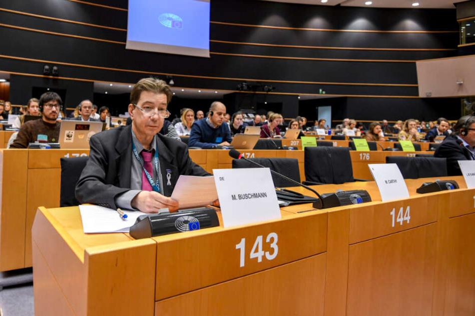 Martin Buschmann (vorne links) gehörte bis zum Eklat der Linksfraktion im Europäischen Parlament an. (Archivbild)