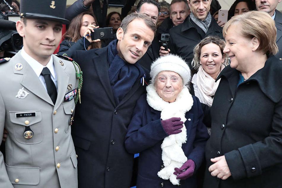 Verwechselt: Dieser Frau muss Angela Merkel erklären, wer sie ist