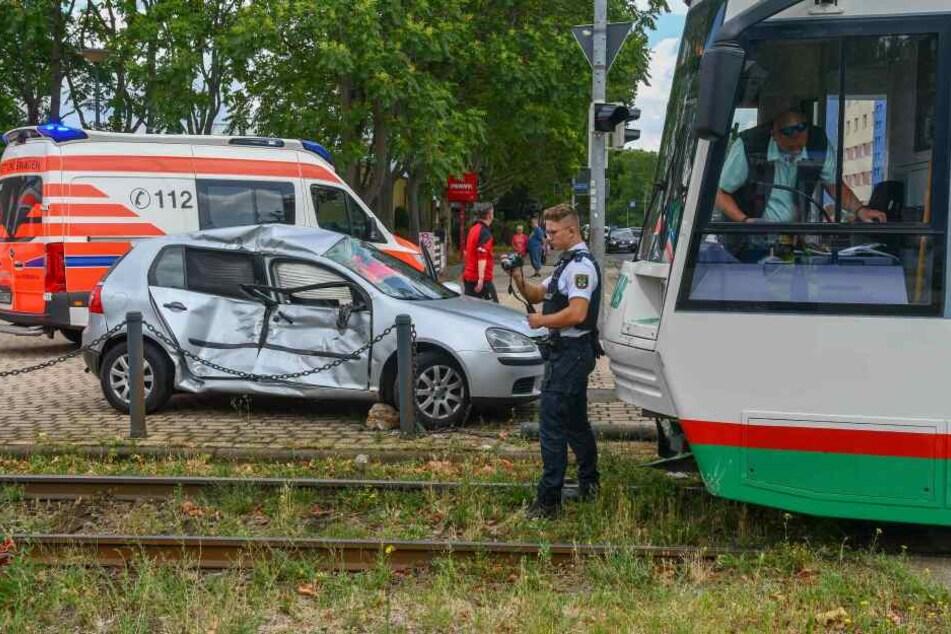 Beide Insassen des VWs wurden schwer verletzt.