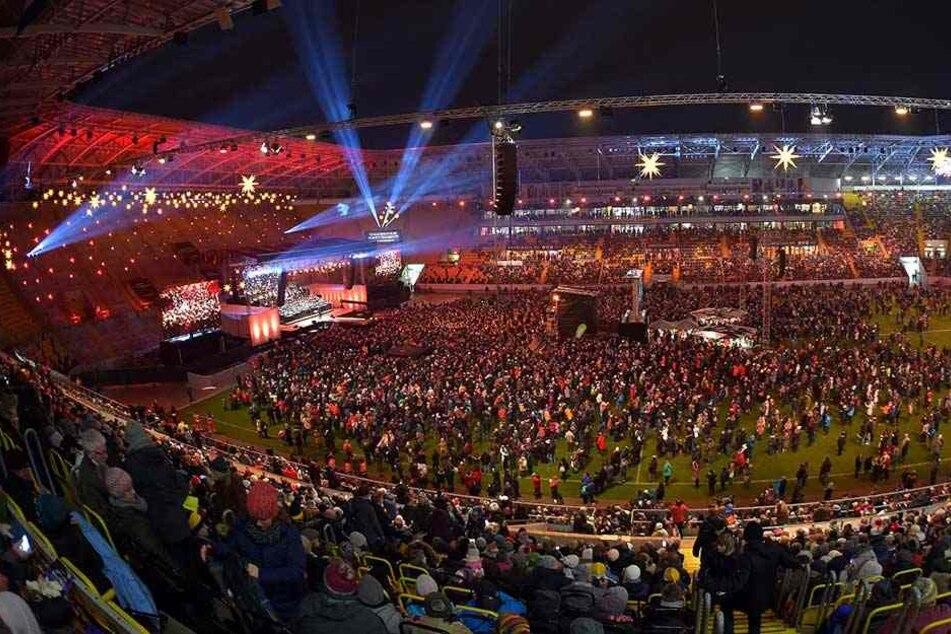 Tausende Besucher kamen zum gemeinsamen Adventssingen ins Stadion.