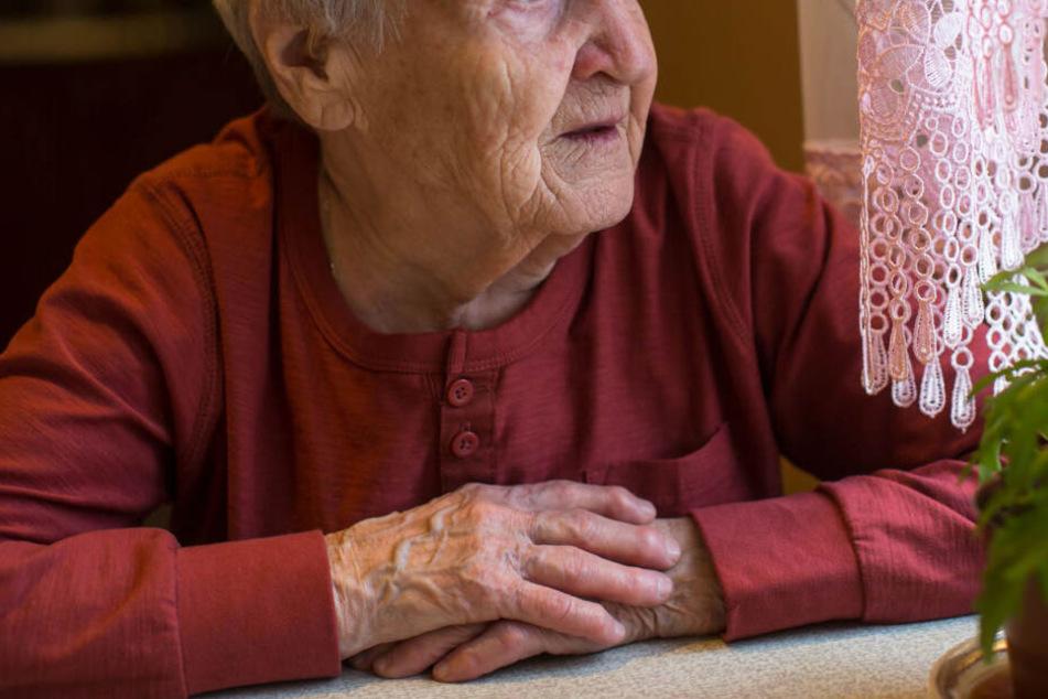 Rentnerin verschwindet von Zuhause und läuft mitten über die A4