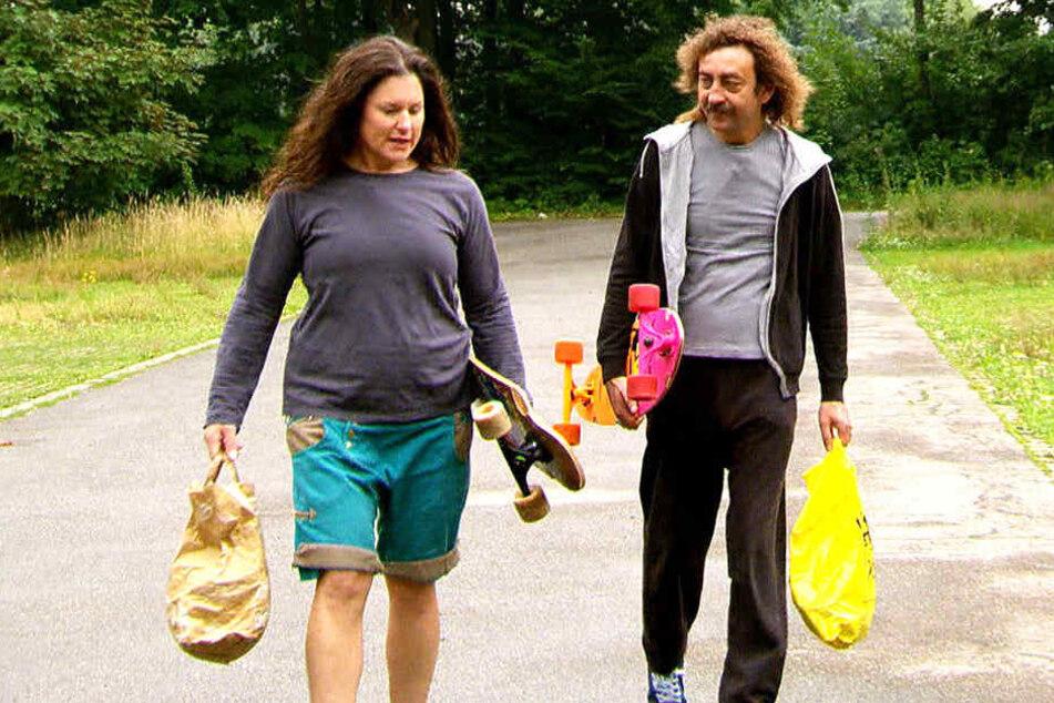 Gemeinsam machten sich Ingrid (links) und Martin (rechts) auf den Weg zum Skaten.