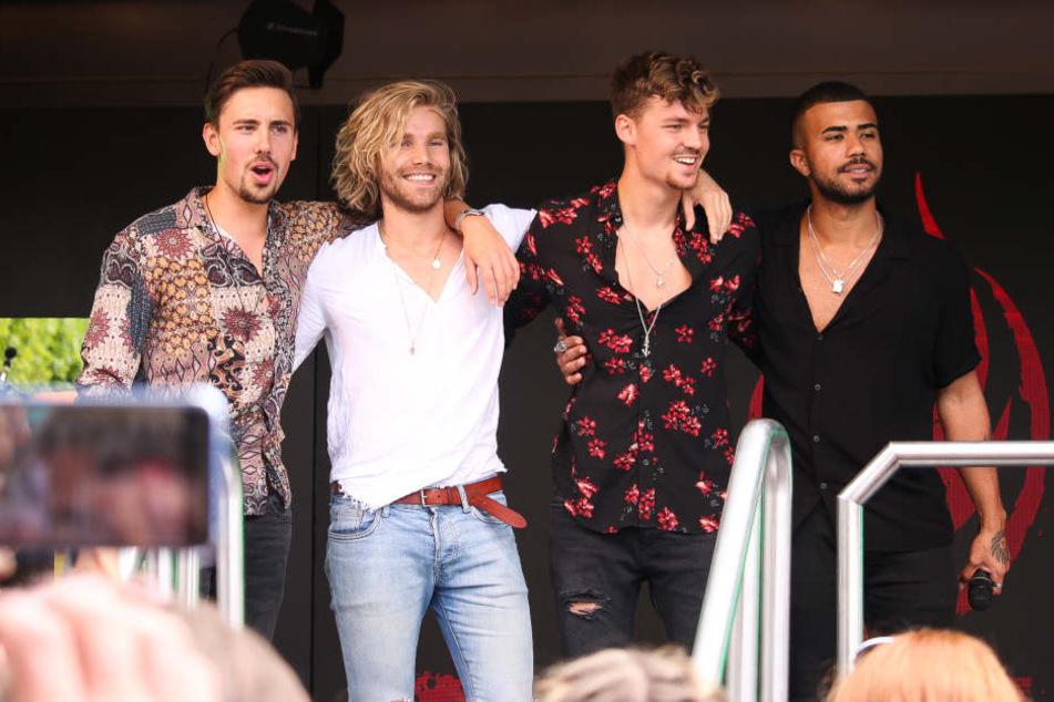 """Mit dabei waren auch """"Feuerherz"""" - Sänger Karsten Walter (2.v.re.) ist der neue Freund von Sängerin Michelle."""