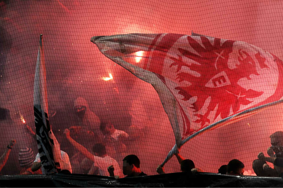 Es passiert immer wieder: Gewalt durch radikale Eintracht-Fans (Archivbild).