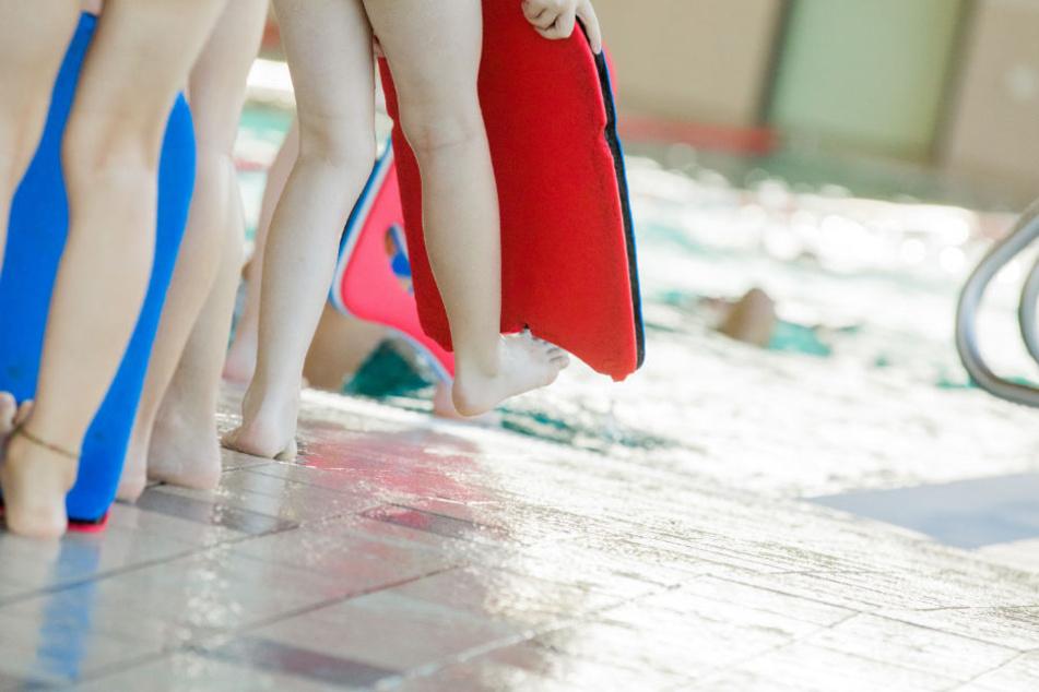 Dem Schwimmlehrer werden über 200 Taten zur Last gelegt. (Symbolbild)