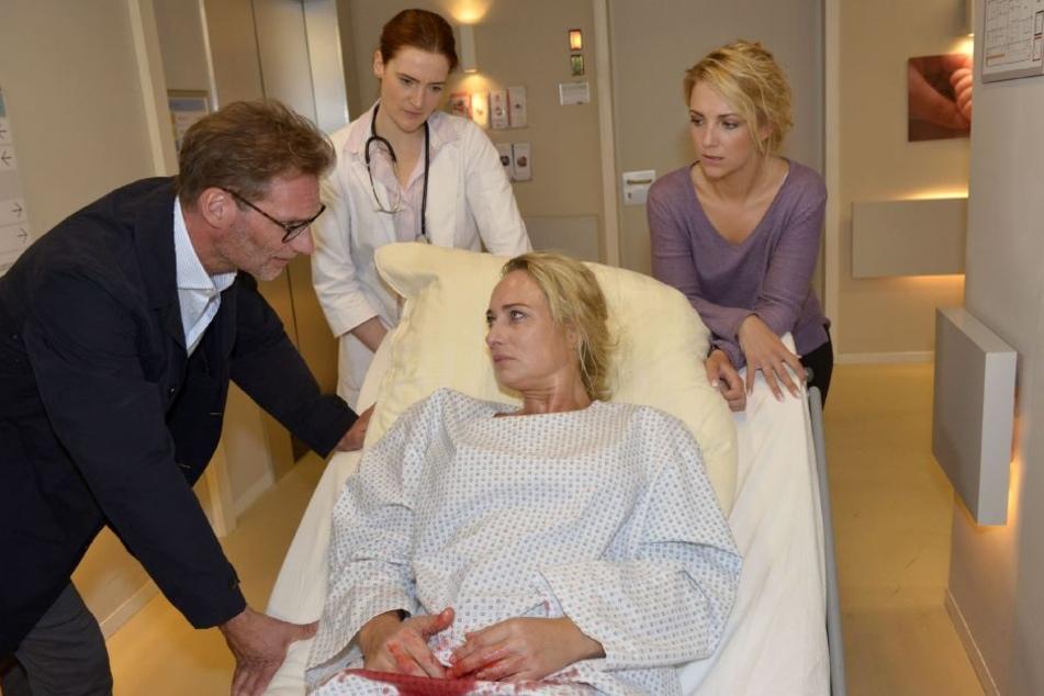Kurz nach der Geburt kommt es bei Maren zu schweren Komplikationen: Sie hat Plazentareste in der Gebärmutter.
