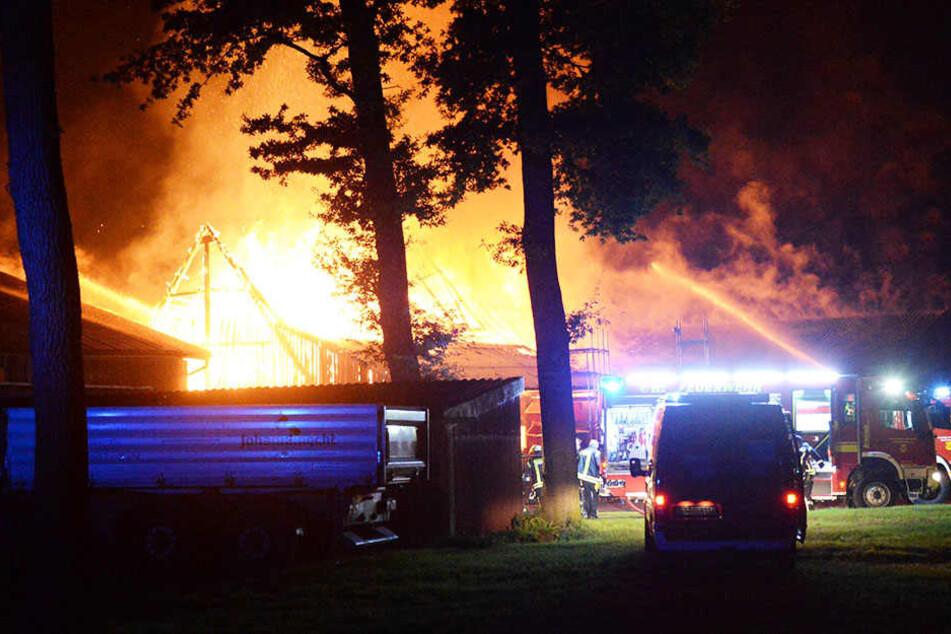 Die Flammen waren noch kilometerweit entfernt zu sehen.