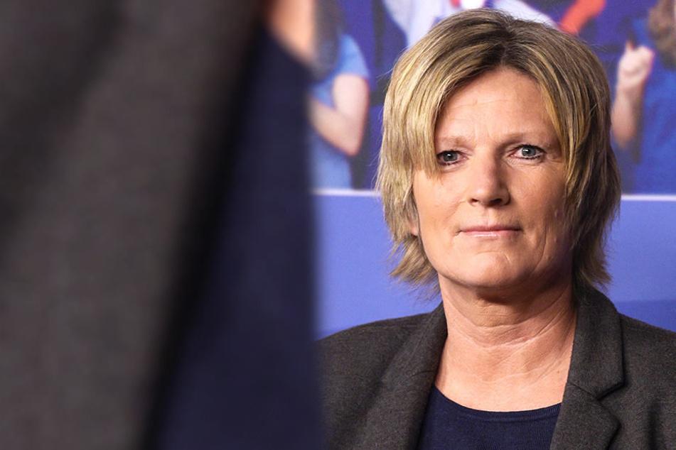 Neumann kommentierte als erste Frau bei einer Fußball-Weltmeisterschaft.