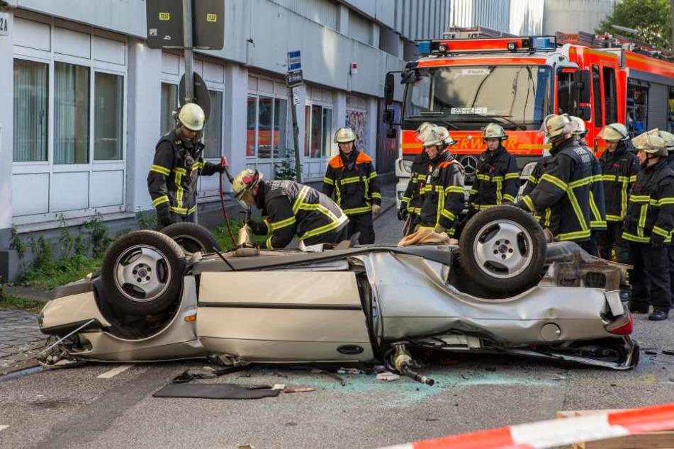 Das Fahrzeug landete nach dem Sturz auf dem Dach.