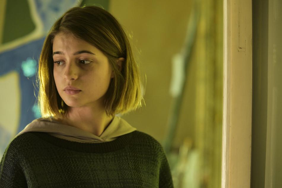 Lisa-Marie Koroll (22) spielt die magersüchtige Lara. Die Schauspielerin hatte selbst Essstörungen.