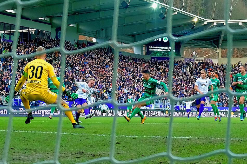 Eins seiner insgesamt sieben Saisontore: Florian Krüger traf gegen Fürth zum zwischenzeitlichen 3:0. Neun weitere Tore bereitete der 21-Jährige vor.