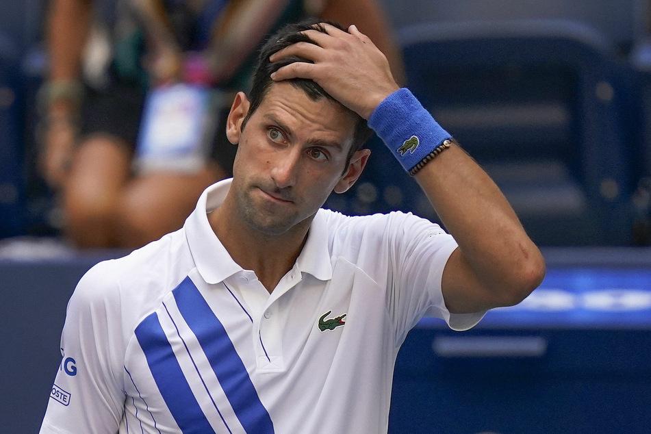 Novak Djokovic traf eine Linienrichterin mit dem Ball und wurde disqualifiziert.