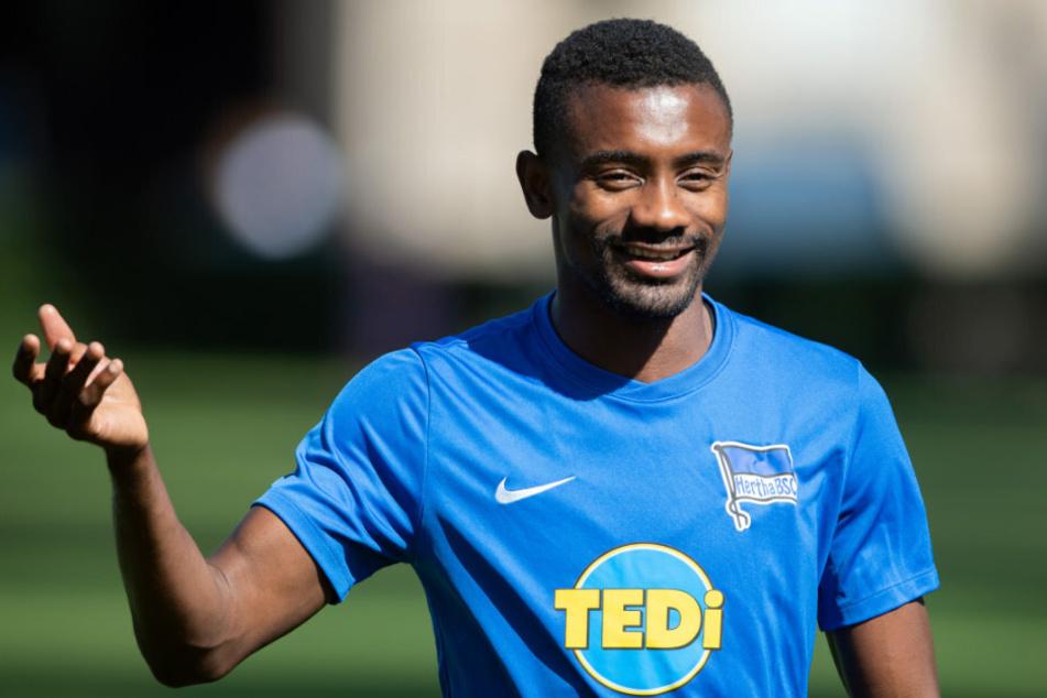 Salomon Kalou (35) im Trainings-Dress von Hertha BSC. Der Ivorer ging im Sommer 2020 nach Brasilien.