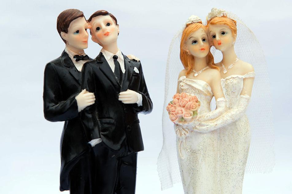 Ehe für alle ist da: Standesämter in NRW bereiten erste Trauungen vor