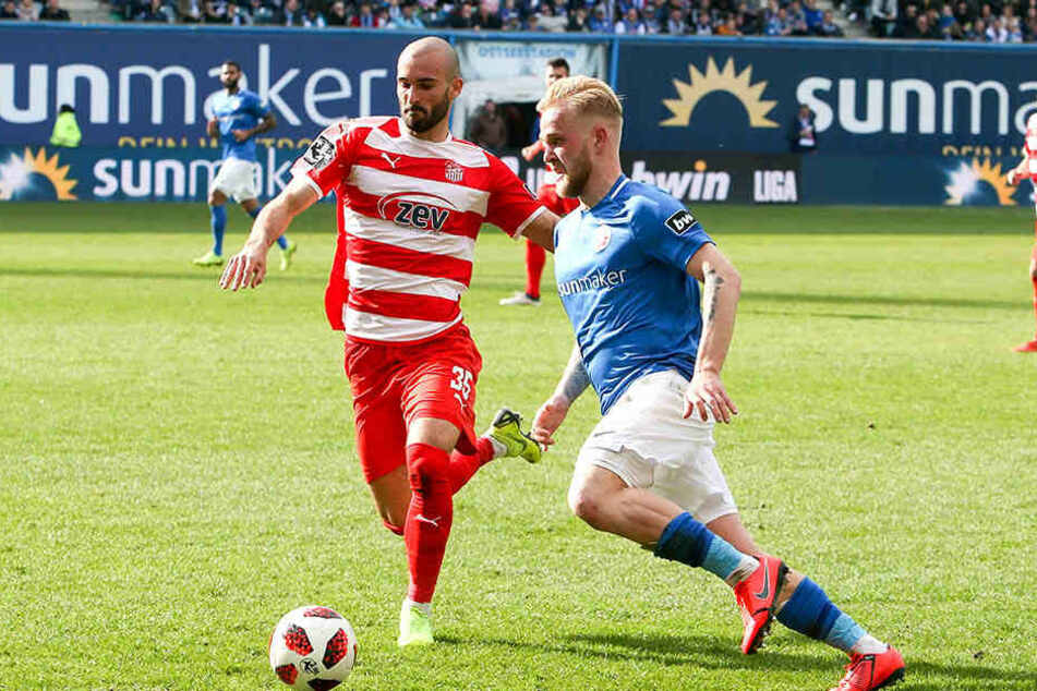 Nico Antonitsch (links) im Zweikampf mit Marcel Hilßner wird den Verein verlassen.