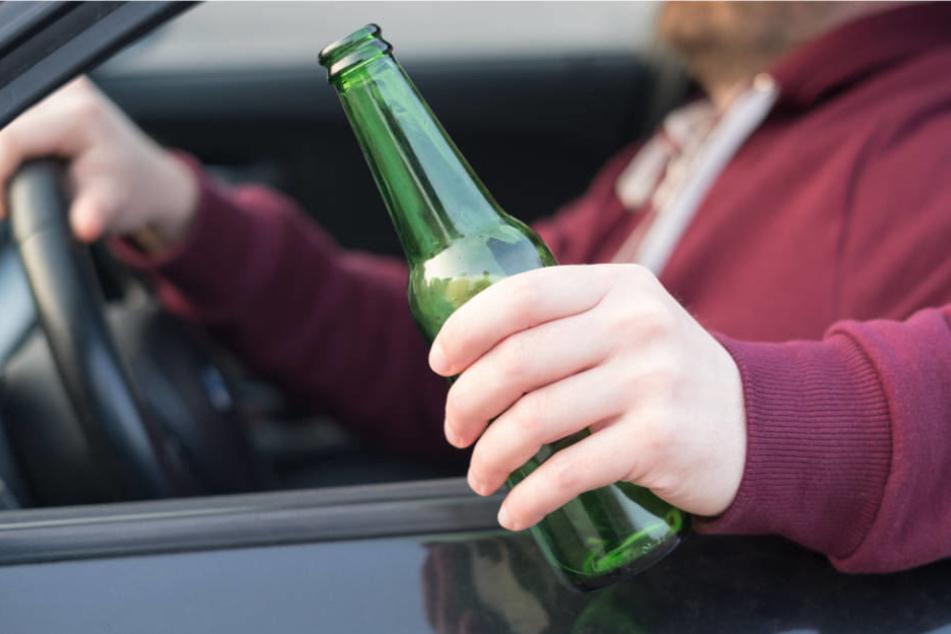 Die Polizei hat ein Ermittlungsverfahren wegen Gefährdung des Straßenverkehrs und Unfallflucht gegen den 56-Jährigen eingeleitet.
