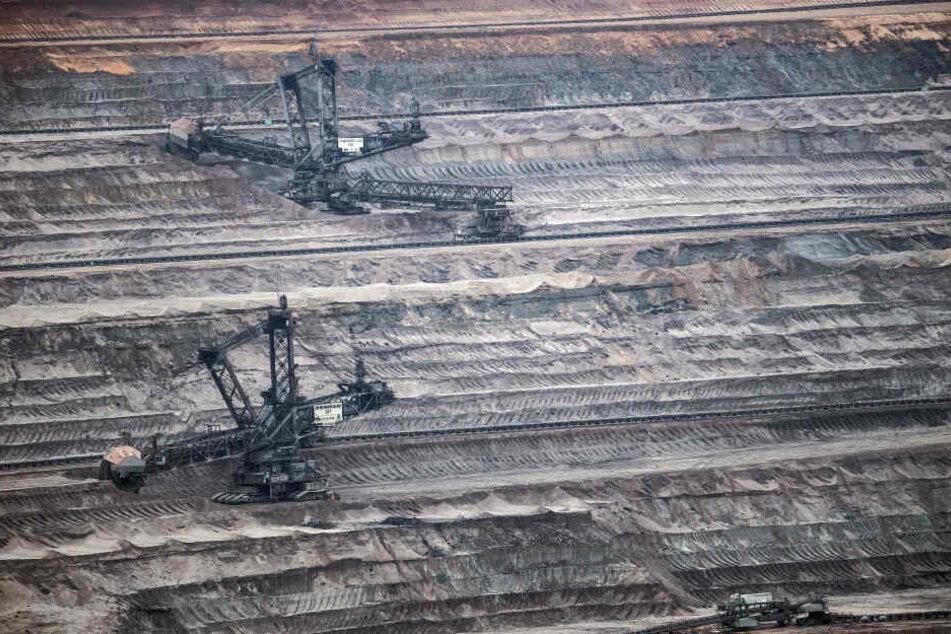 Noch fressen sich die großen Braunkohle-Bagger durch die Erde im Rheinischen Revier.
