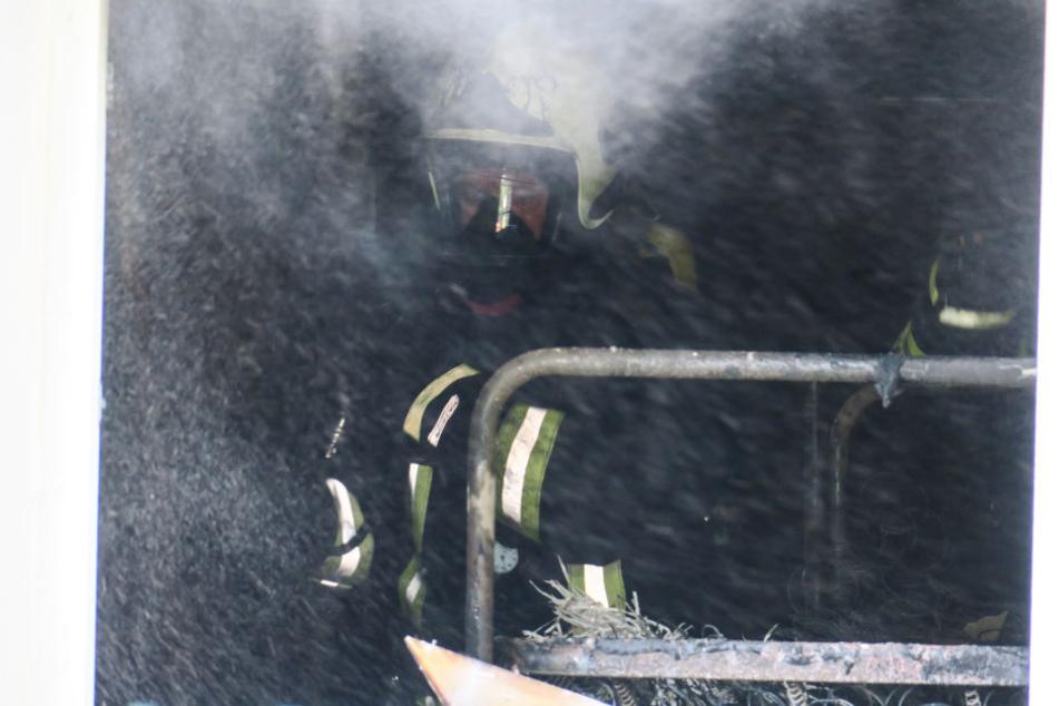 Das Feuer vernichtete ein ganzes Zimmer der Unterkunft.