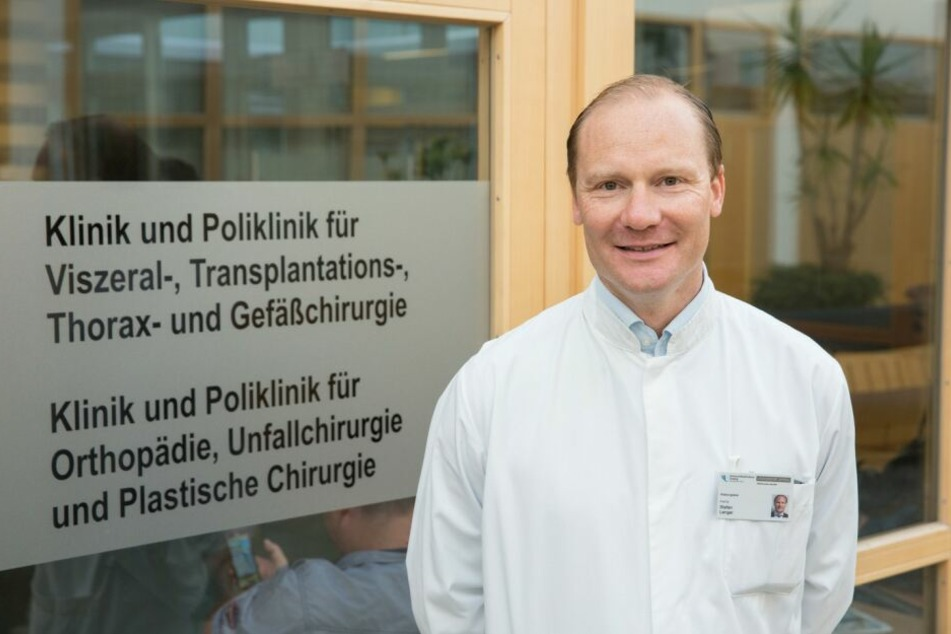 Stefan Langer, Leiter des Bereichs Plastische, Ästhetische und spezielle Handchirurgie, führt am UKL geschlechtsangleichende Operationen durch.