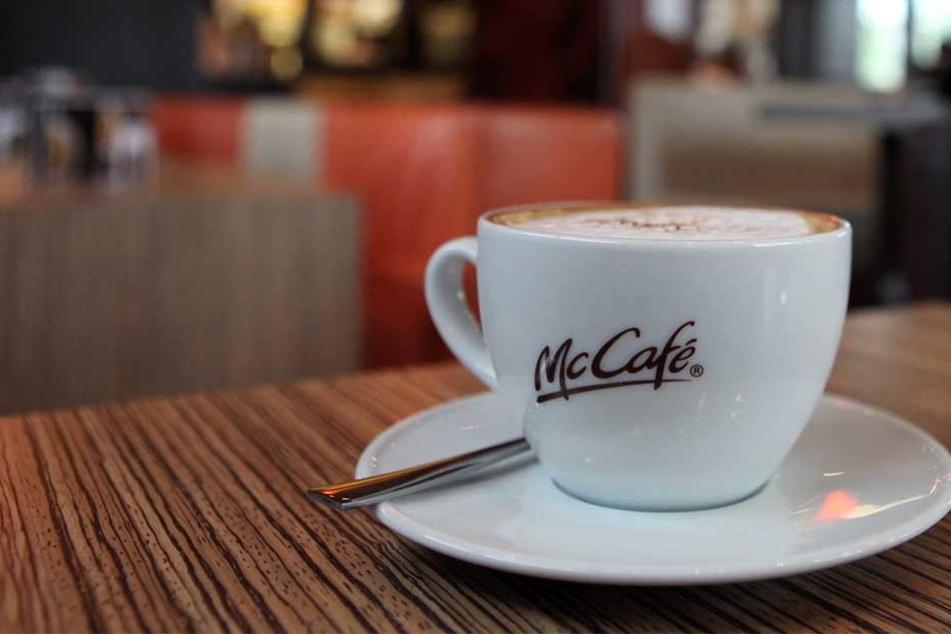 Wegen eines verunreinigten McDonalds-Kaffees musste eine kanadische Kundin zur Giftkontrolle. (Symbolbild)