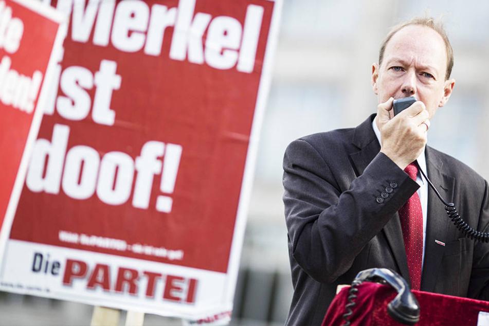 """""""Das würde uns ruinieren"""", sagte Parteichef und Satiriker Martin Sonneborn (51, Die Partei)."""