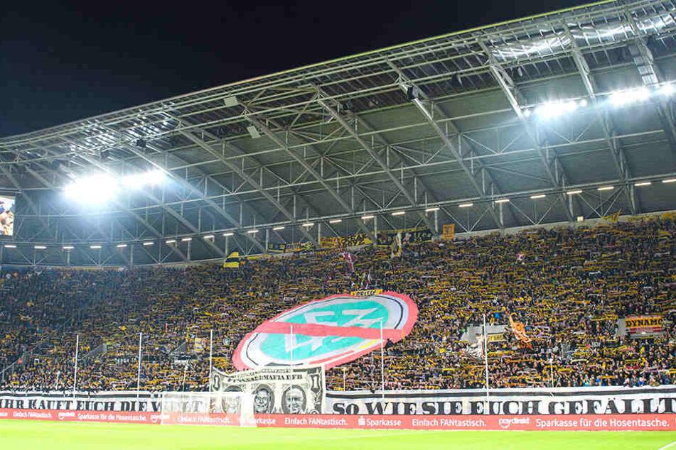 Die Dynamo-Ultras und in dieser Sache verbündete Fan-Gruppierungen protestierten Anfang November in den Stadien gezielt gegen den DFB, bei dem es ihrer Meinung nach nur noch ums Geld geht.