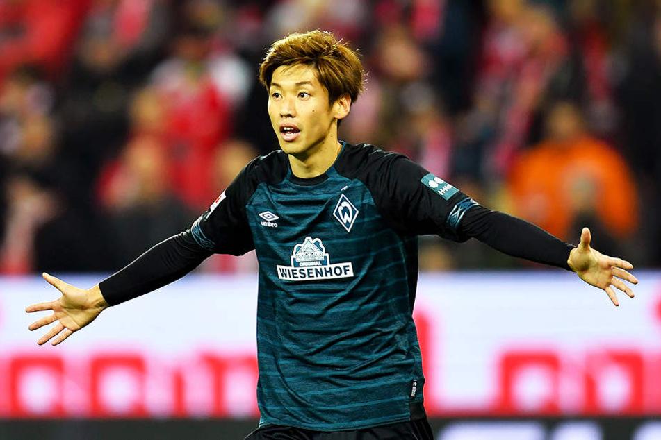 Da staunt Yuya Osako nicht schlecht: Der SV Werder Bremen legt eine Million Euro für polizeiliche Mehrkosten zurück.