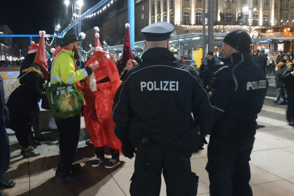 Ku-Klux-Klan-Weihnachtsmänner?! Die Polizei kannte da keinen Spaß mehr...