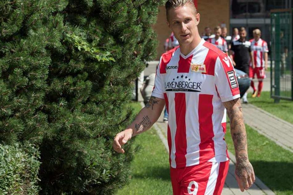 Sebastian Polter (hier bei einem Fototermin) wurde nach dem Spiel gegen Bielefeld