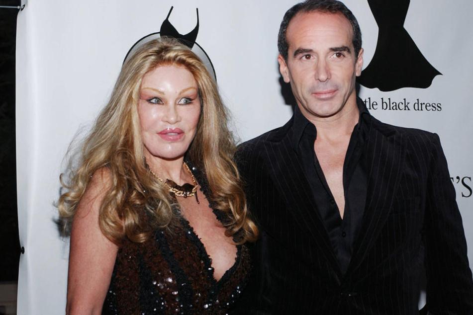 """Sie sind seit zehn Jahren ein Paar, jetzt attackierte """"Catwoman"""" Jocelyn Wildenstein (76) ihren 27 Jahre jüngeren Lover Lloyd Klein mit einer Schere."""