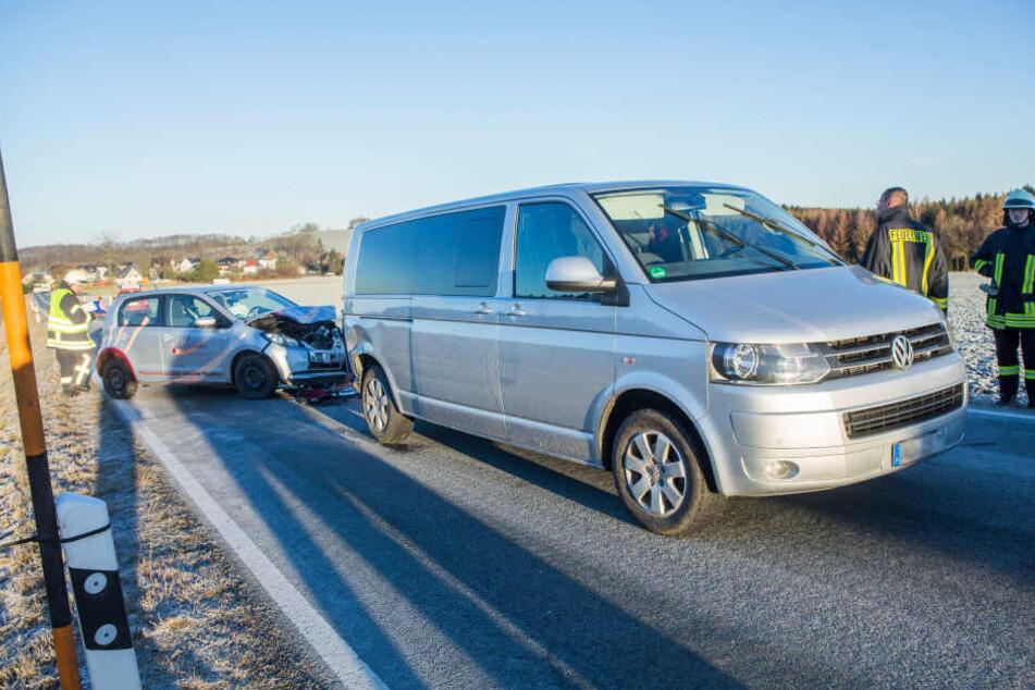 Der Seat war von hinten in den VW Transporter gerutscht.
