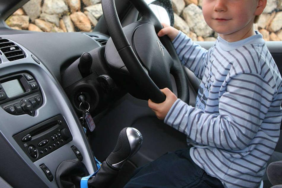 In Magdeburg wollten zwei Minderjährige mit dem Auto zur Oma fahren. (Symbolbild)