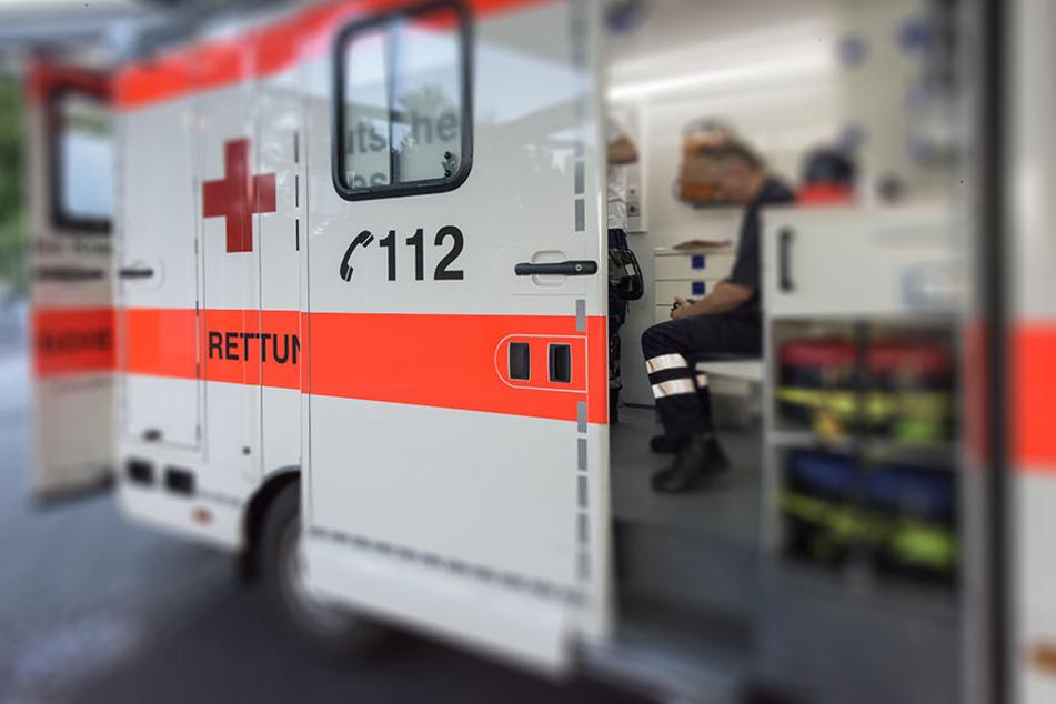 Der 39-Jährige kam zur stationären Behandlung in ein Krankenhaus. (Symbolbild)