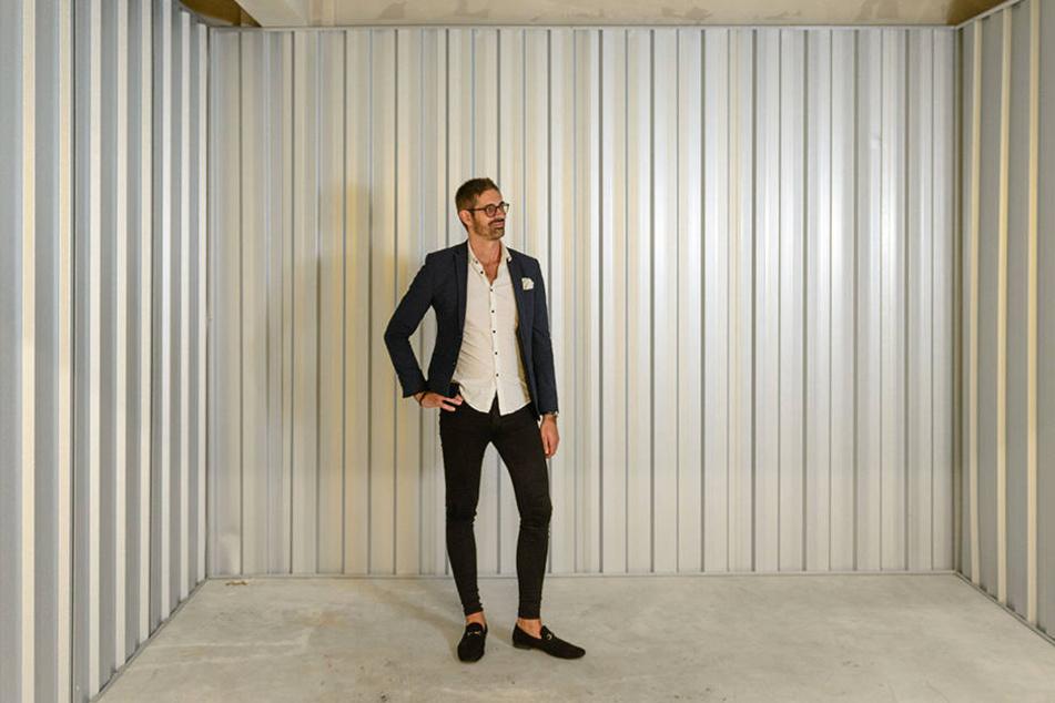 Michel Galka (36) von Lagerbox in einer der freien Räume für jede Menge Hausrat.