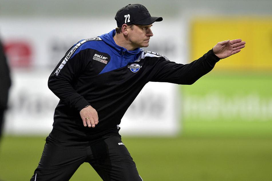 Steffen Baumgart erwartet gegen die Sportfreunde Lotte einen heißen Tanz in der Benteler-Arena.