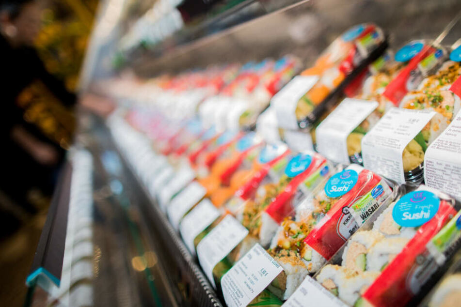Der Täter griff in einem Regal nach dem Sushi. (Symbolfoto)