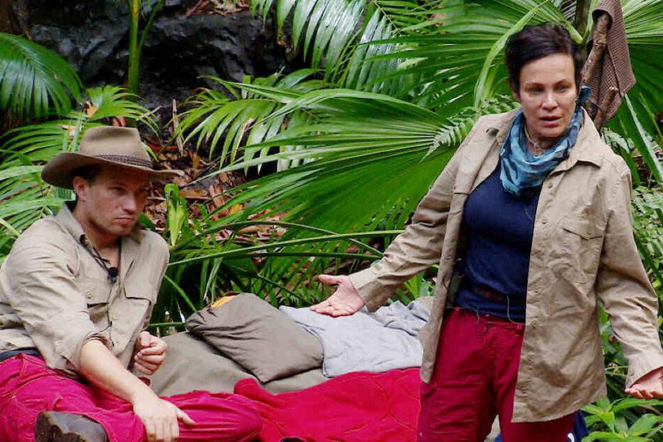 Widerstand formiert sich: Als Danni und Elena auf dem Weg zur Ekel-Prüfung sind, ergreift Sonja (r.) das Wort. Als gäbe es kein Morgen, pestet gegen die Büchner-Witwe.