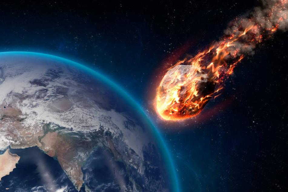 Ein Asteroid mit Kurs auf die Erde: Genau das wollen Wissenschaftler jetzt erzeugen. (Symbolbild)
