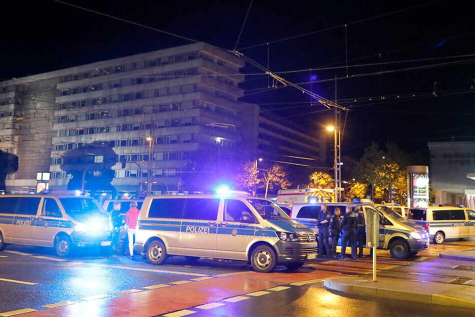 Die Polizei war mit mehreren Fahrzeugen vor Ort.