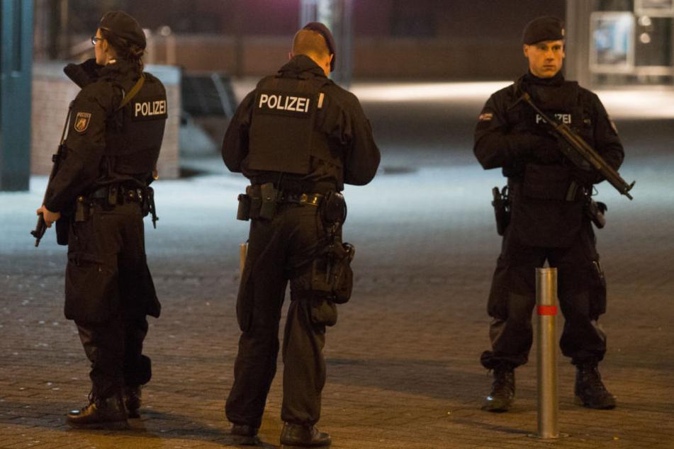 Die Polizei sicherte das Einkaufszentrum und den Weihnachtsmarkt in Oberhausen zusätzlich ab.