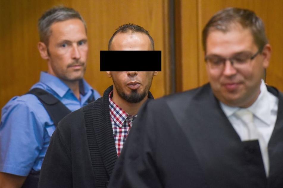 Abdelkarim E. B. (Mitte) erwartet wohl eine Gesamstrafe von elf Jahren Haft.