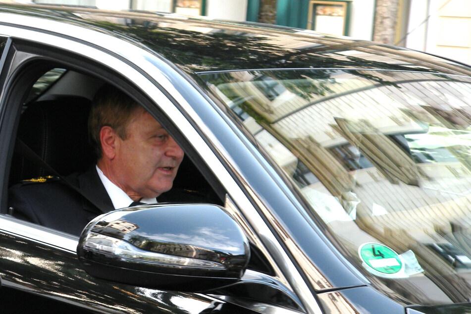 Bernd Merbitz in seinem Dienstwagen auf dem Weg zu einem Termin im Jahr 2018. (Archivbild)