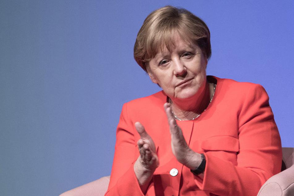 """Angela Merkel (62, CDU) nahm am Montagabend Abstand von der strikten Ablehnung der """"Ehe für alle""""."""