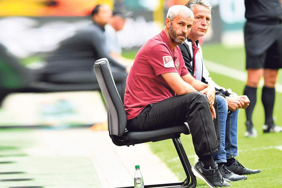 Uwe Neuhaus (r.) und sein Co-Trainer Peter Németh sahen die bisher schlechteste Leistung ihrer Mannschaft.