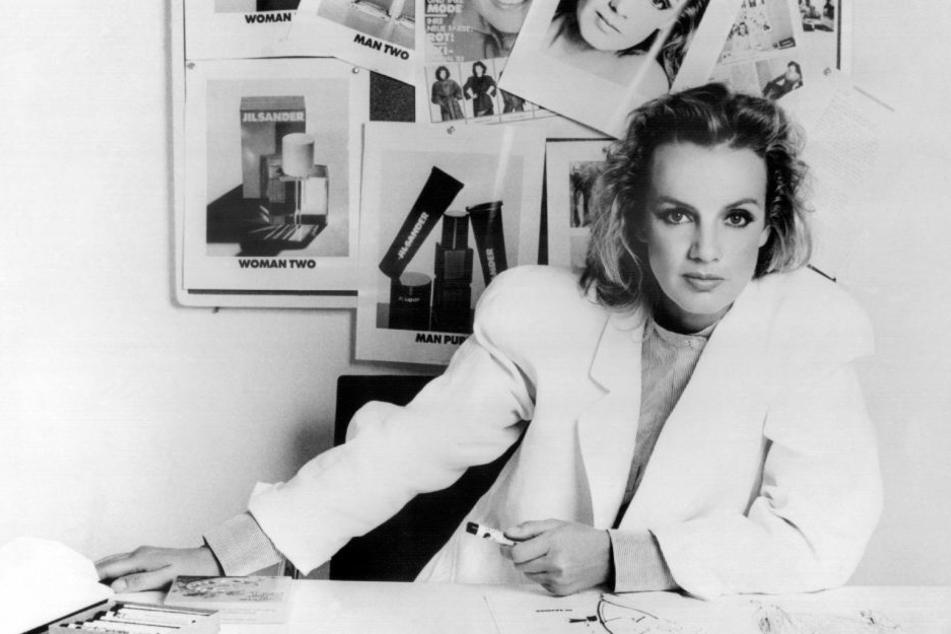 Modeschöpferin Jil Sander im Jahr 1983 in ihrem Büro.